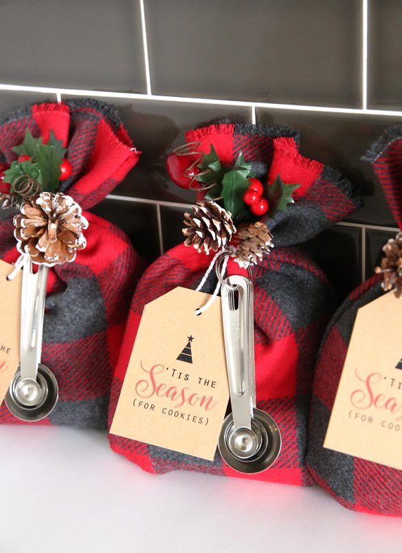 cookie-mix-gift-bags-sack easy cheap diy handmade christmas neighbor gift idea