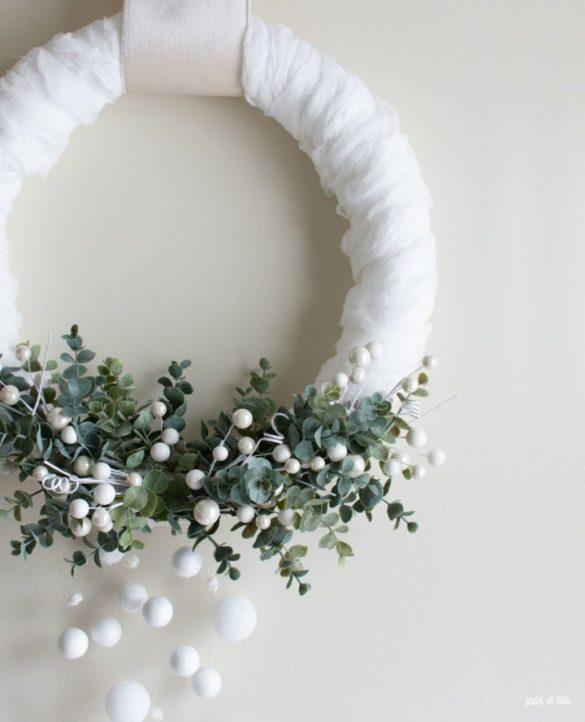 DIY Snowy Winter Wreath with Falling Snow