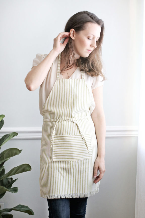 How To Sew An Apron (Video Tutorial)