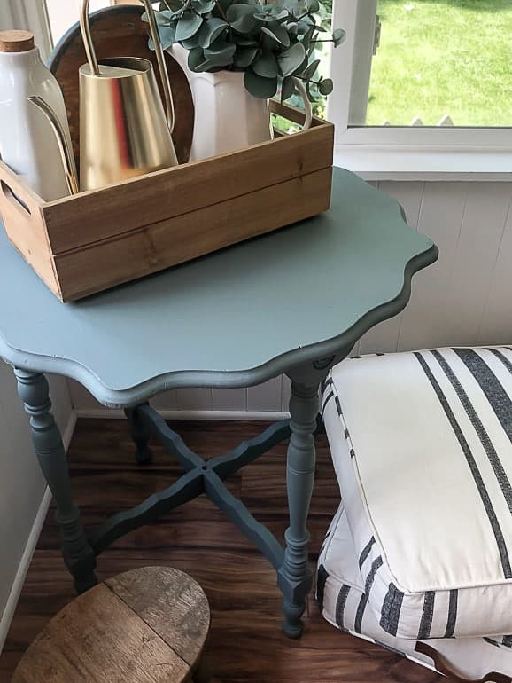 How To Apply A Topcoat To Painted Furniture