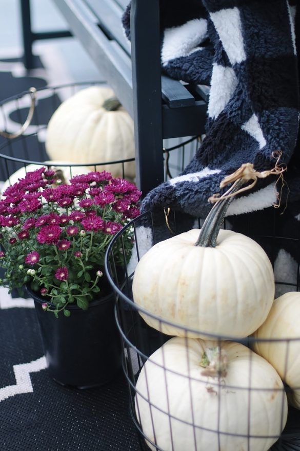 Fall Front Door Decorating Ideas That Will Make You the Star of the Neighborhood